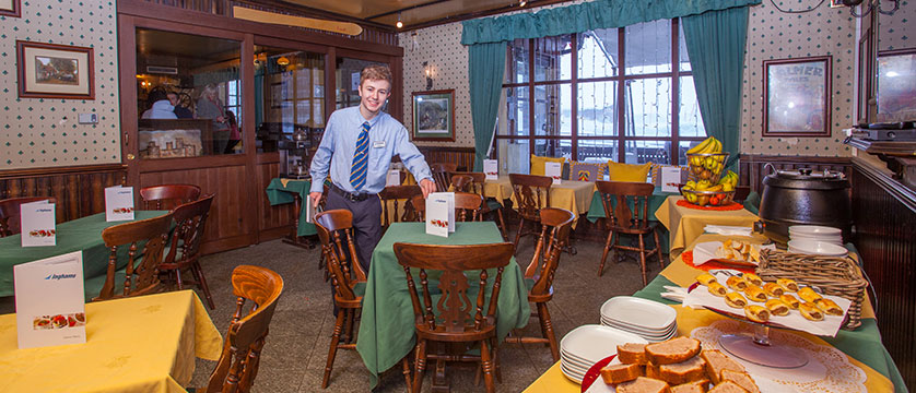 Italy_Cervinia_Chalet-Hotel-Dragon_dining-room4.jpg